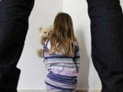Дід ґвалтував онуку, доки мати дитини була на заробітках