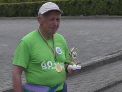 За десять годин пенсіонер пробіг 60 км