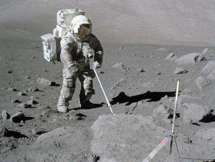 В останнього астронавта, який ступав на Місяць, алергія на місячний пил (фото)