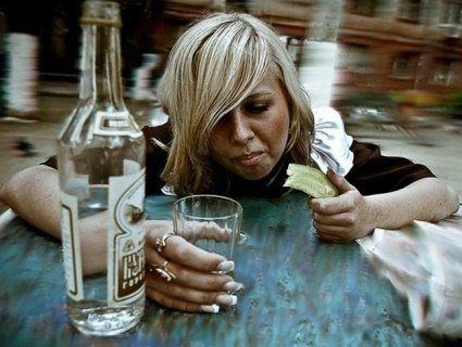 «Попри миле личко, алкоголічка»: кожна 200-а українка – пиячить (відео)