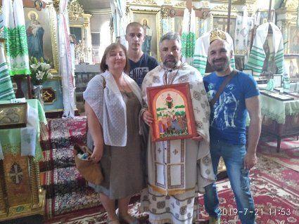 На Волині снайпер-художник подарував місцевому храму ікону «Пресвятої Богородиці»