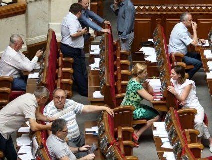 Нардепи, які проходять до нового парламенту (СПИСОК)
