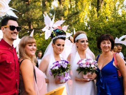 «Оголошую вас дружиною і дружиною»: вперше в Україні – одностатевий шлюб (фото, відео)