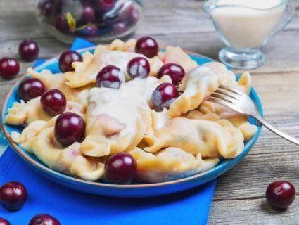 «Смакота, що не відірватися»: рецепт вареників із ягодами від судді «МастерШефу»