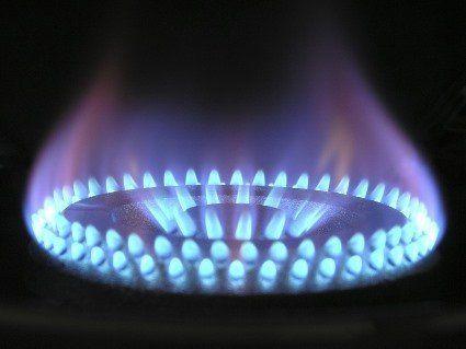 Знизяться ціни на газ, а долар подорожчає: що на українців чекає у серпні