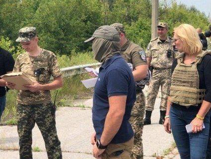 З окупованого Донбасу Україні передали 64 ув'язнених