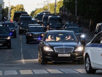 «Бомба» для вождя: кортеж Путіна злякався коробки на дорозі (відео)