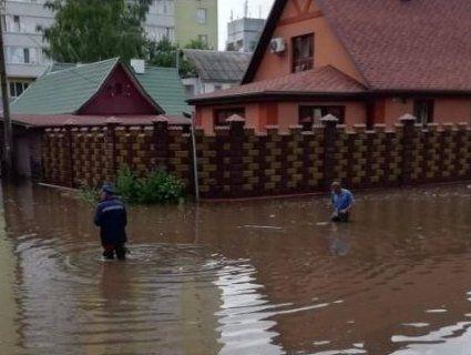 Затоплені лікарні, автовокзал та півсотні будинків: як Рівне бореться з наслідками негоди (фото, відео)