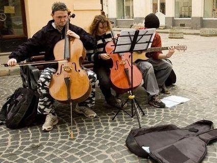 У Львові взялися за перевірку вуличних музикантів