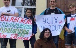 У Рівному суд виправдав молодих людей, які мітингували за «імпічмент Зеленського»