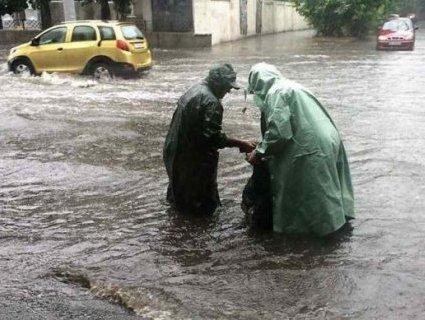 Повалені дерева, потоки води і 83 населених пункти – наслідки негоди в Україні