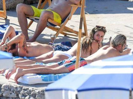 Хайді Клум на пляжі блиснула голими грудьми (фото)