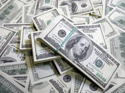 Українці масово скуповують долари