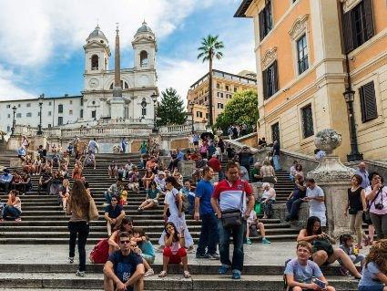 У Римі штрафуватимуть за сидіння на знаменитих Іспанських сходах