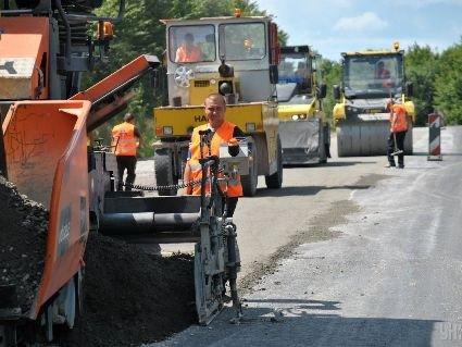 За скільки років в Україні відремонтують всі дороги: Омелян назвав необхідну суму