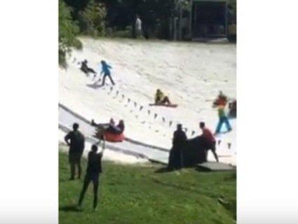Кияни в 30-градусну спеку каталися на санчатах (відео)