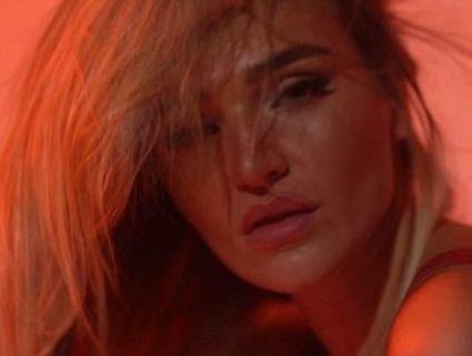 Донька Добкіна додала «вогнику» стосункам еротичним відео