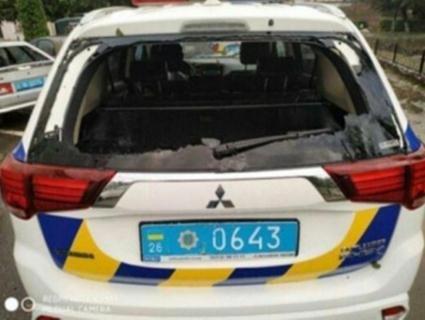 У Чернівецькій області град побив увесь автопарк районної поліції (фото)