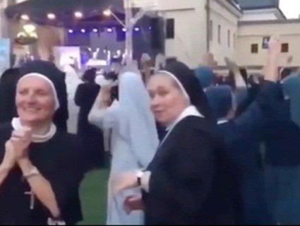 Інтернет підірвали монашки, які витанцьовують під реп-хіт (відео)