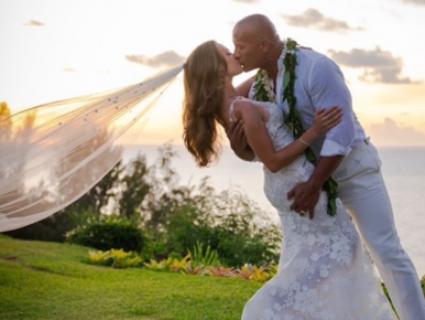 Після 12 років стосунків та двох дітей: актор «Скала Джонсон» нарешті одружився