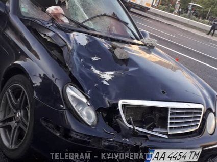 У Києві Mercedes розірвав дівчину на шматки: вбивцю шукають