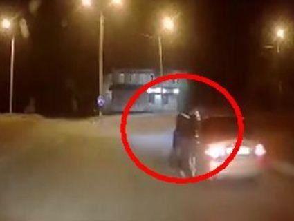 У Дніпрі водій Jaguar протягнув поліцейського за машиною (відео)