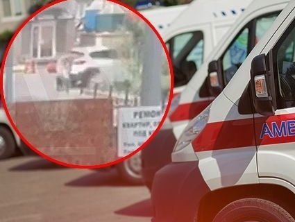 У Києві в дворі авто переїхало жінку з дитиною (відео)
