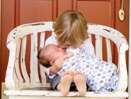 Як сказати малюку про вагітність та як підготувати дитину до народження братика чи сестрички