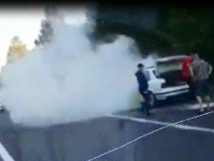 «Рухомий факел»: на трасі Луцьк – Ковель на ходу спалахнуло авто (відео)