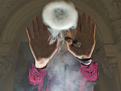 У США зареєстрували першу смерть від куріння вейпа