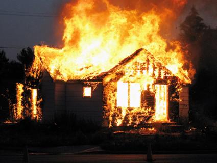 Релігійне протистояння: у селі на Волині священнику ПЦУ підпалили хату