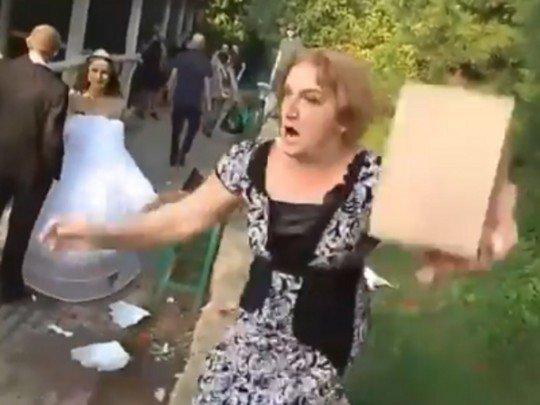 «Узкій мір»: бійка на весіллі в окупованому Донецьку розсмішила Мережу (відео 16+)