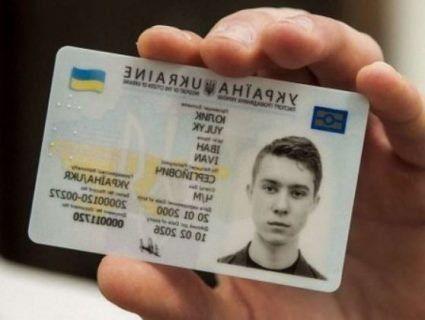 Катя Осадча зрадіє: в Україні дозволили фотографуватись на паспорт у шляпах