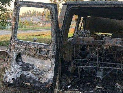 У Києві невідомі в масках спалили фургон