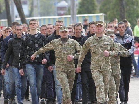 «Слуга народу» не скасує призов до армії
