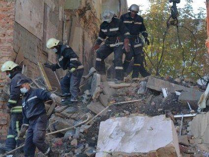 Під завалами будинку у Дрогобичі виявили тіла вісьмох загиблих (фото, відео)