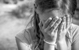 На Черкащині батько викинув сина в колодязь, а доньку порізав ножем