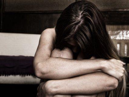 На Хмельниччині ґвалтівник облив кислотою свою доньку