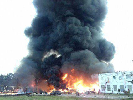 Піді Львовом масштабну пожежу на складах гасять 114 ДСНСівців, є потерпілі (фото)