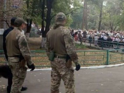 СБУ і поліція посилено охороняє школи