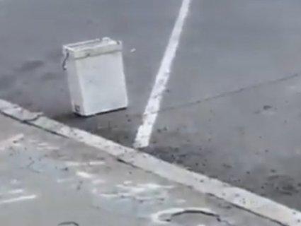 У Рівному на зупинку громадського транспорту «підкинули» вулик (відео)