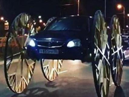 Блогера оштрафували за величезні каретні колеса на авто (відео)