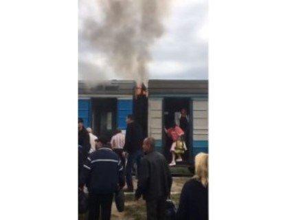 На Волині на ходу загорівся пасажирський потяг (відео)