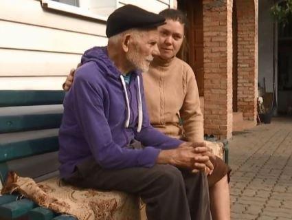 Добросерді лучани «всиновили» 90-річного безхатька, якого цураються троє дітей (відео)