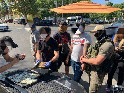 НАБУ затримало головного дорожника Миколаївщини з валізою доларів (фото)