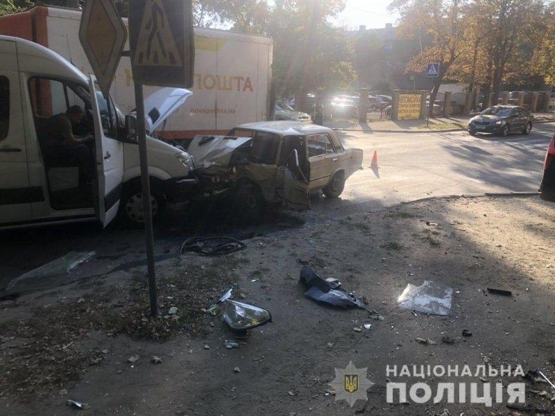 Серйозна аварія в Харкові: чимало постраждалих, серед них діти (фото)