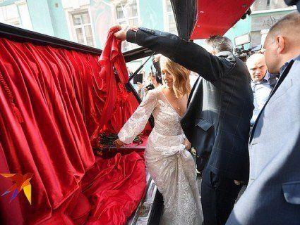 Ксенія Собчак приїхала на власне весілля на катафалку (фото)