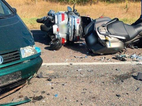 Легковик підрізав колону байкерів на порожній трасі: деталі моторошної ДТП на Волині (фото)