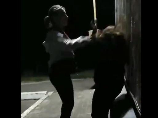 Недитяча жорстокість: дівчинка гамселила школярку, а відео публікувала в інтернеті (фото)