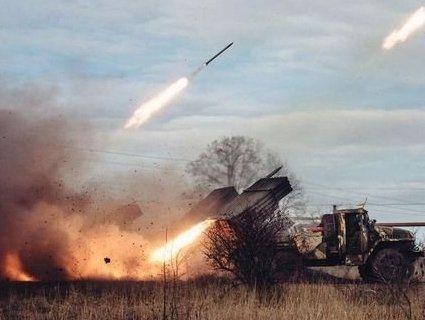 Війна на сході: окупанти 14 разів «гатили» по українських позиціях